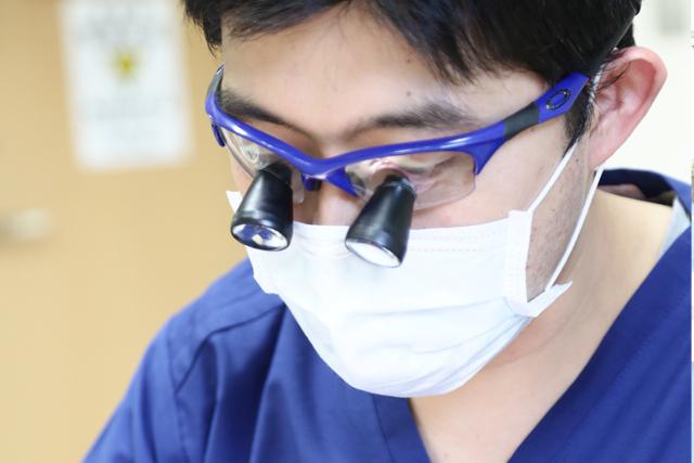 ルーペ(サージテル)の使用で細かな治療が可能