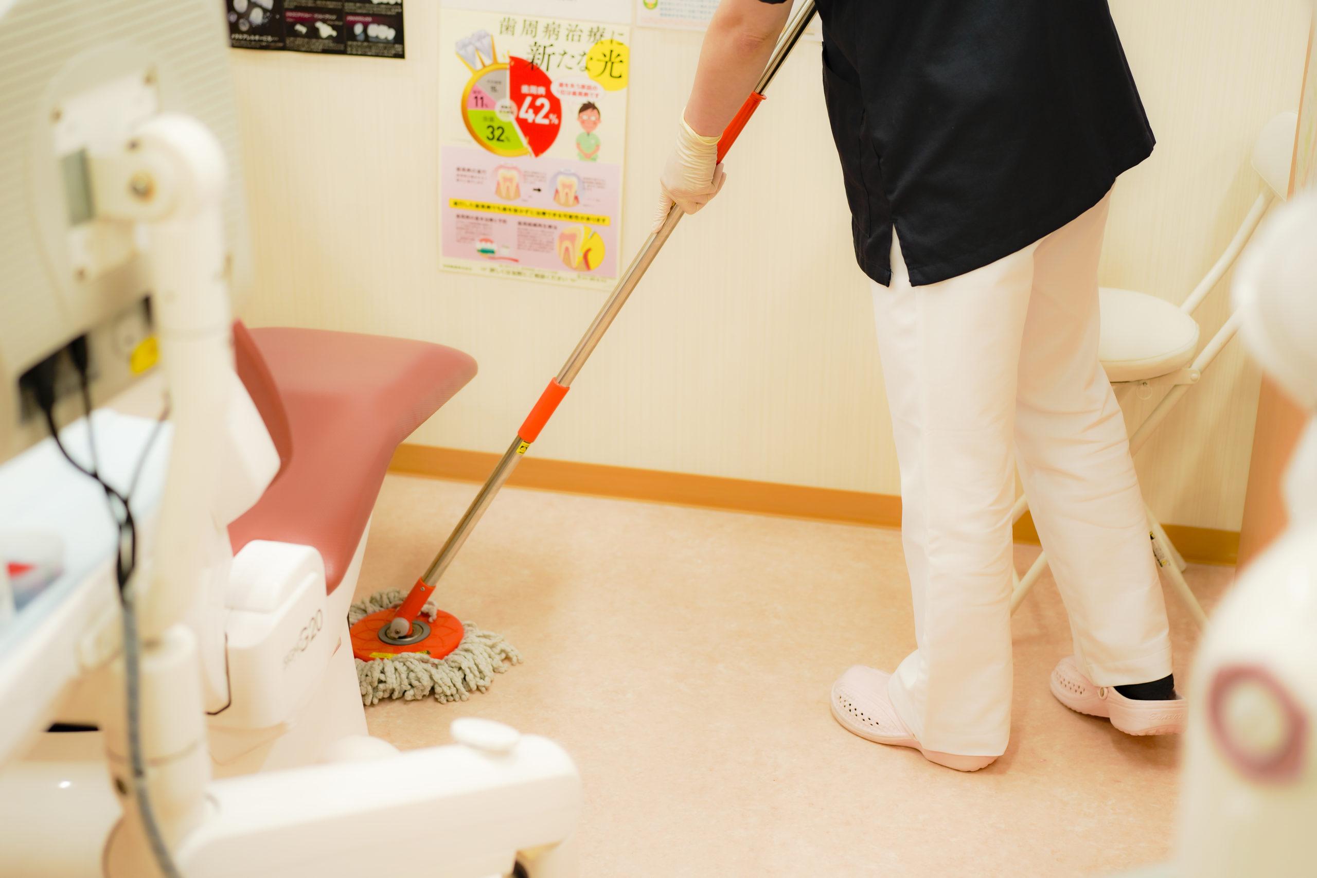 1時間ごとの除菌・モップ掛け いしはた歯科クリニック